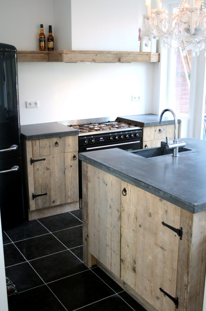 Maatwerk keuken van steigerhout met betonnen werkblad   Houtzwagers.nl